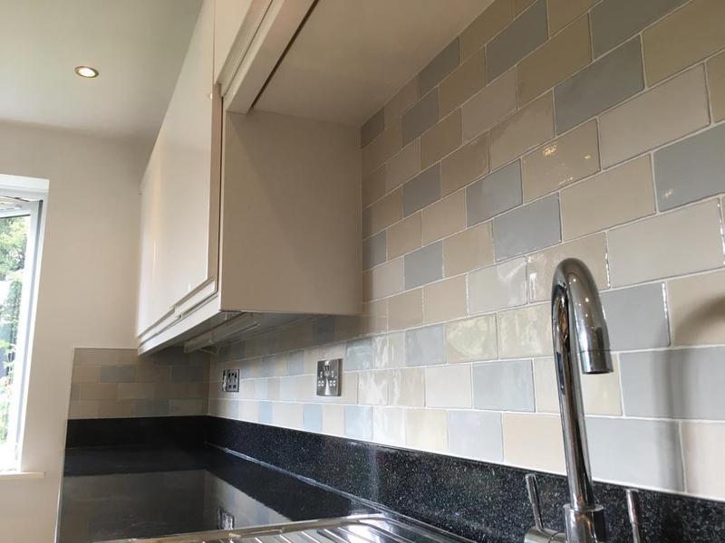 Image 113 - kitchen/utility splash back in a crackle glaze tile