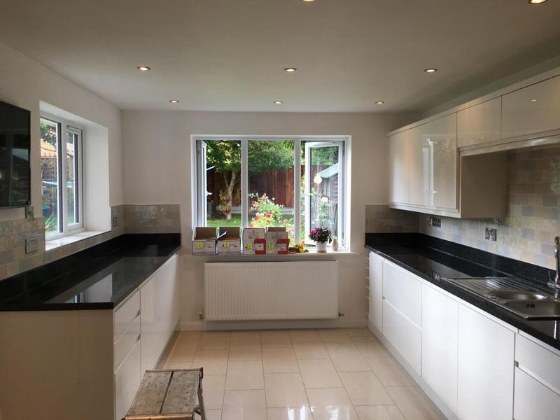 Image 115 - kitchen/utility splash back in a crackle glaze tile