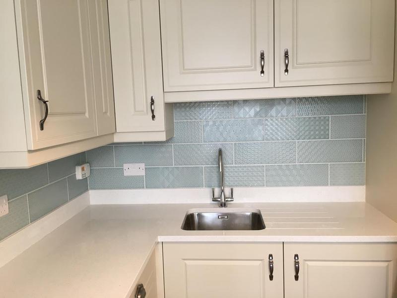 Image 121 - kitchen splash back tiled in a random pattern tile