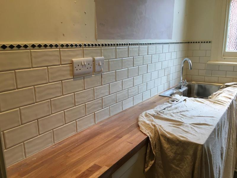 Image 124 - victorian downstairs loo - tiled in a 150 x 75 metro tiles with a pencil border