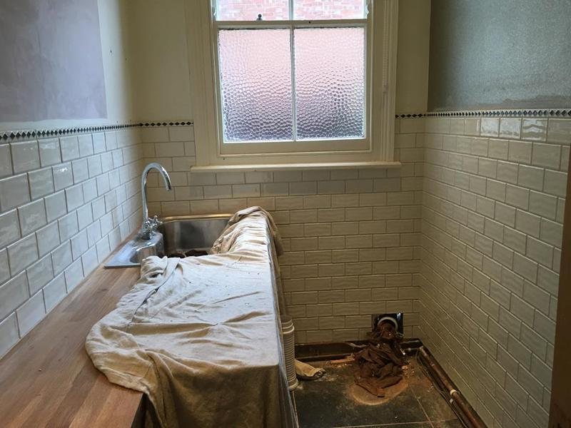 Image 123 - victorian downstairs loo - tiled in a 150 x 75 metro tiles with a pencil border