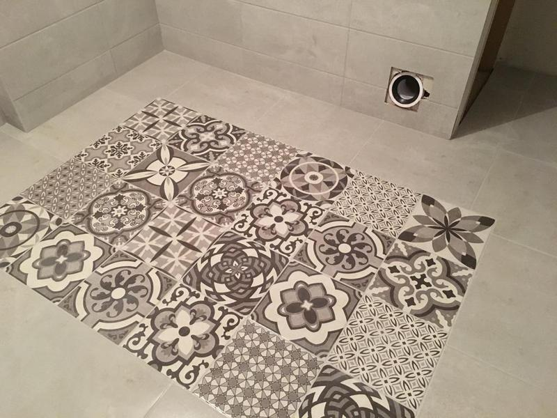Image 135 - en suite bathroom completely tiled with a pattern inlay in the floor