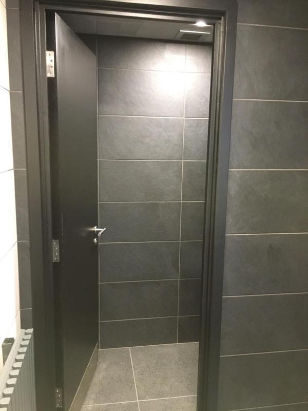 Image 151 - Porsche mens and ladies toilets