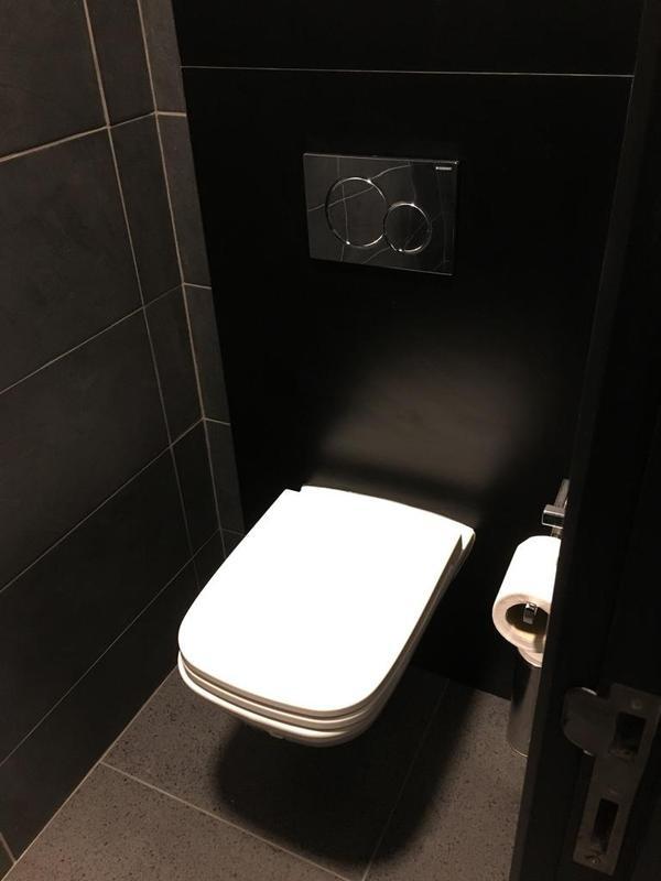 Image 155 - Porsche mens and ladies toilets