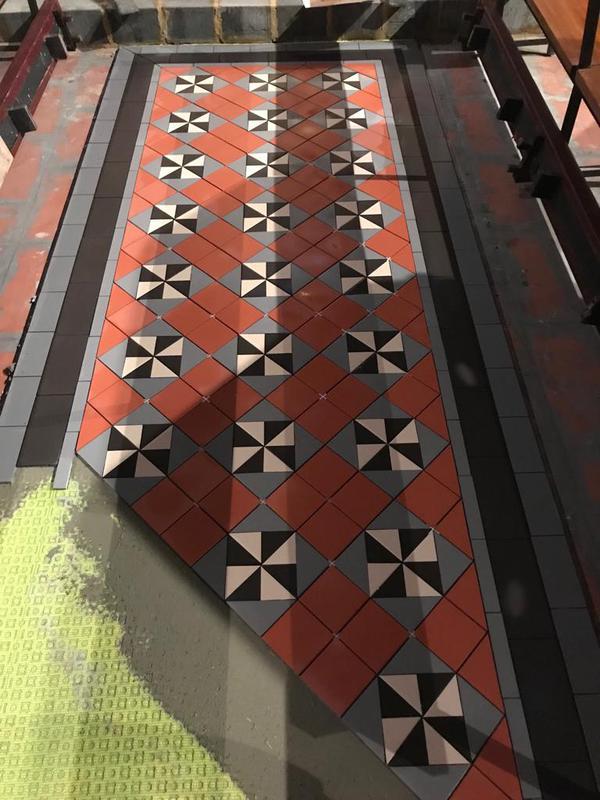 Image 26 - Hallway pattern tiling.