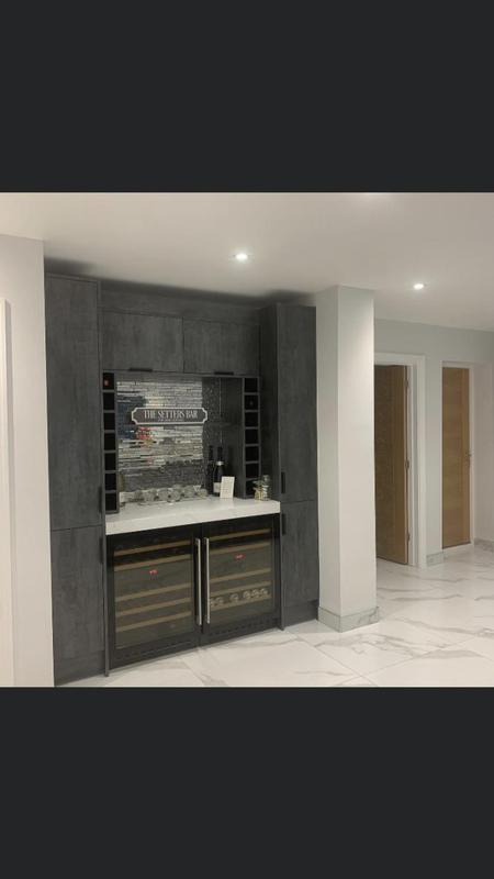 Image 31 - A lovely touch to this kitchen, a bar area !