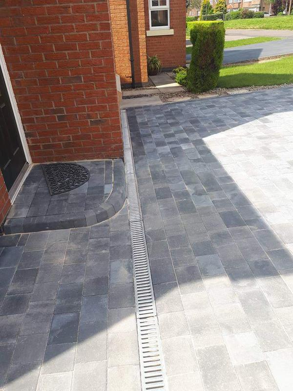 Image 5 - Plaspave modena 50m blocks and key kerb step with rain drain a co channels