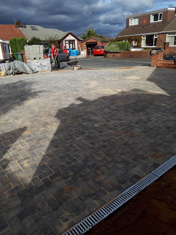 Image 31 - Standard block paving