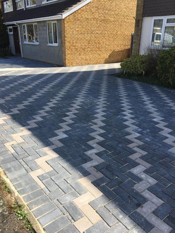 Image 29 - Smart looking block paved driveway