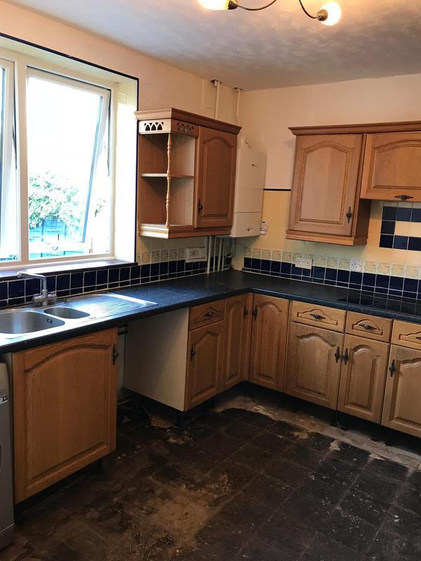 Image 12 - Old Romford kitchen