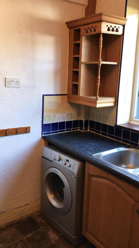 Image 18 - Old Romford kitchen