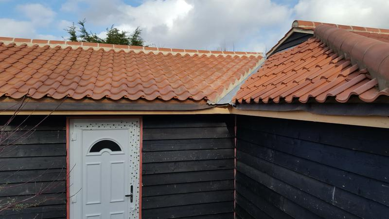 Image 342 - Extension timber walling, cladding, roof truss, roof tiles
