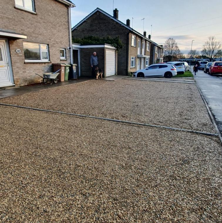 Image 37 - Gravell driveway