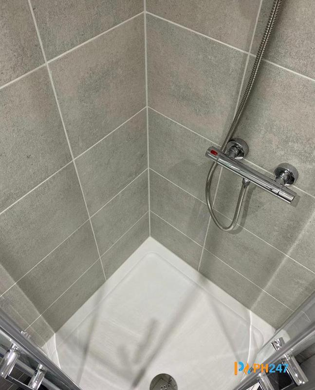 Image 15 - Shower & Shower Tray