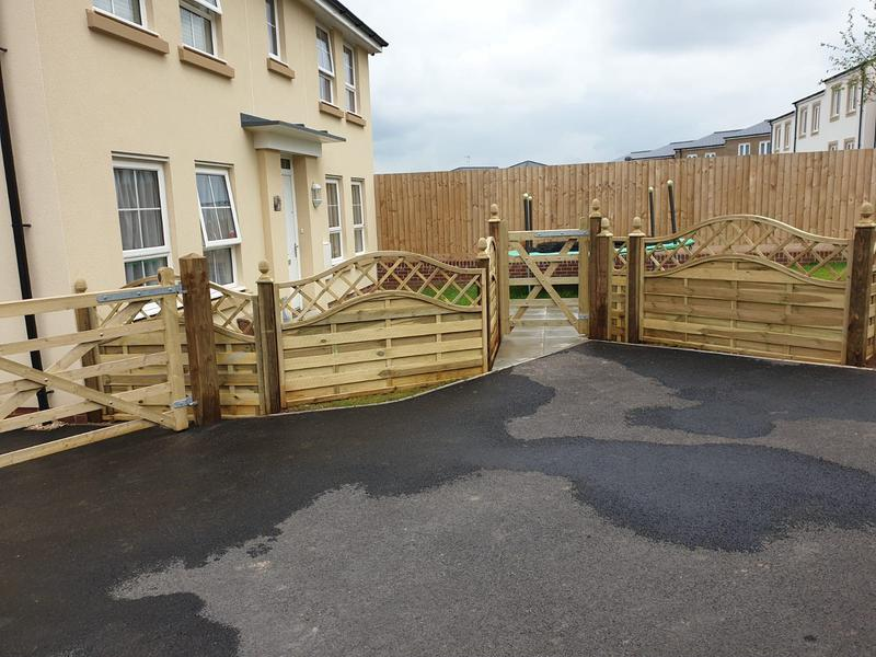 Image 216 - Windsor panel fencing and pedestrian gate, Yeovil