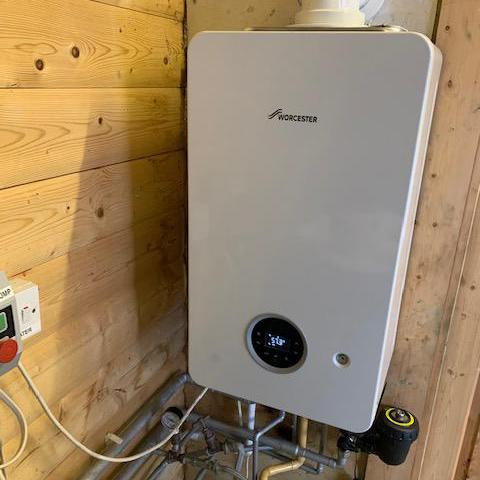 Image 1 - Worcester Bosch Life 2000 30Kw combi boiler