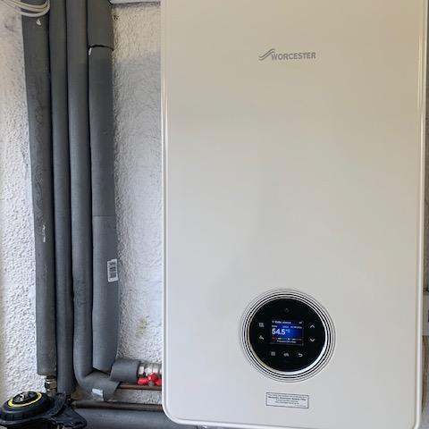 Image 6 - Worcester Bosch 4000 30Kw combi boiler