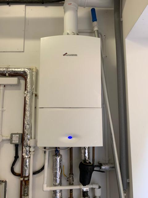 Image 2 - Worcester Bosch I 30Kw system boiler