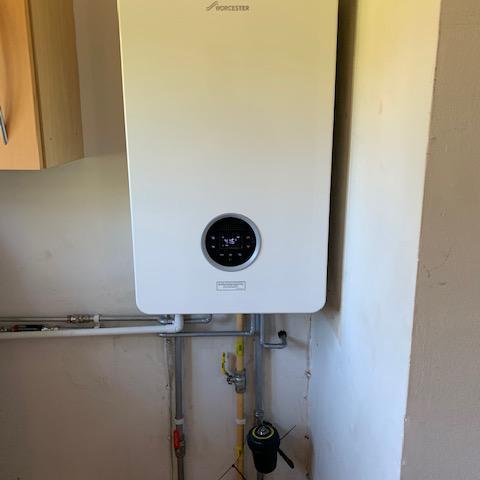 Image 4 - Worcester Bosch Life 8000 35Kw combi boiler