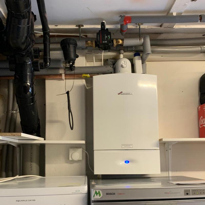 Image 8 - Worcester Bosch Ri 30Kw boiler