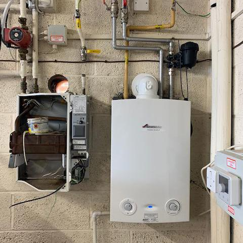 Image 9 - Worcester Bosch Ri 18Kw boiler for Hot water & towel rails