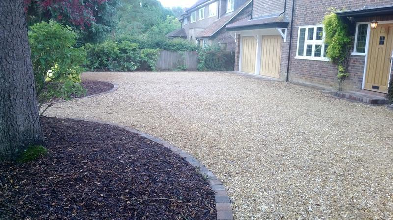 Image 31 - Feature Edgings to include flowerbeds on Shingle Driveway in Harpenden