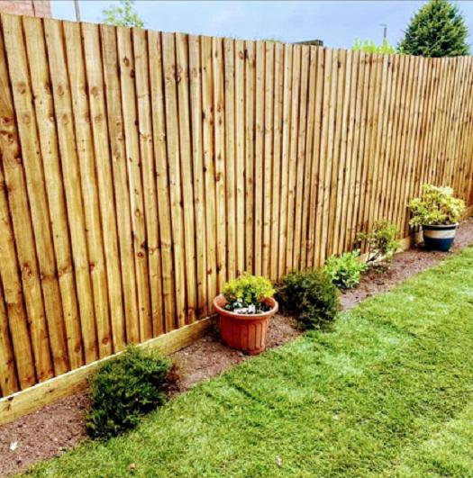 Image 35 - featheredge fencing