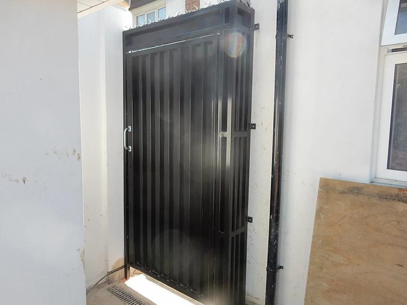 Image 61 - High Security Side Gates, galvanised and powder coated, high security deadlocks fitted as standard